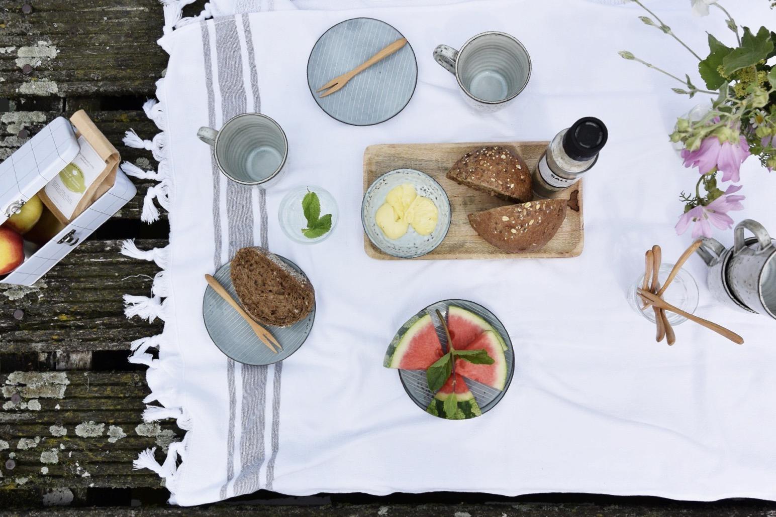 selinesteba.com - Seline Steba styled een zomerse picknick met Leeff producten.jpg